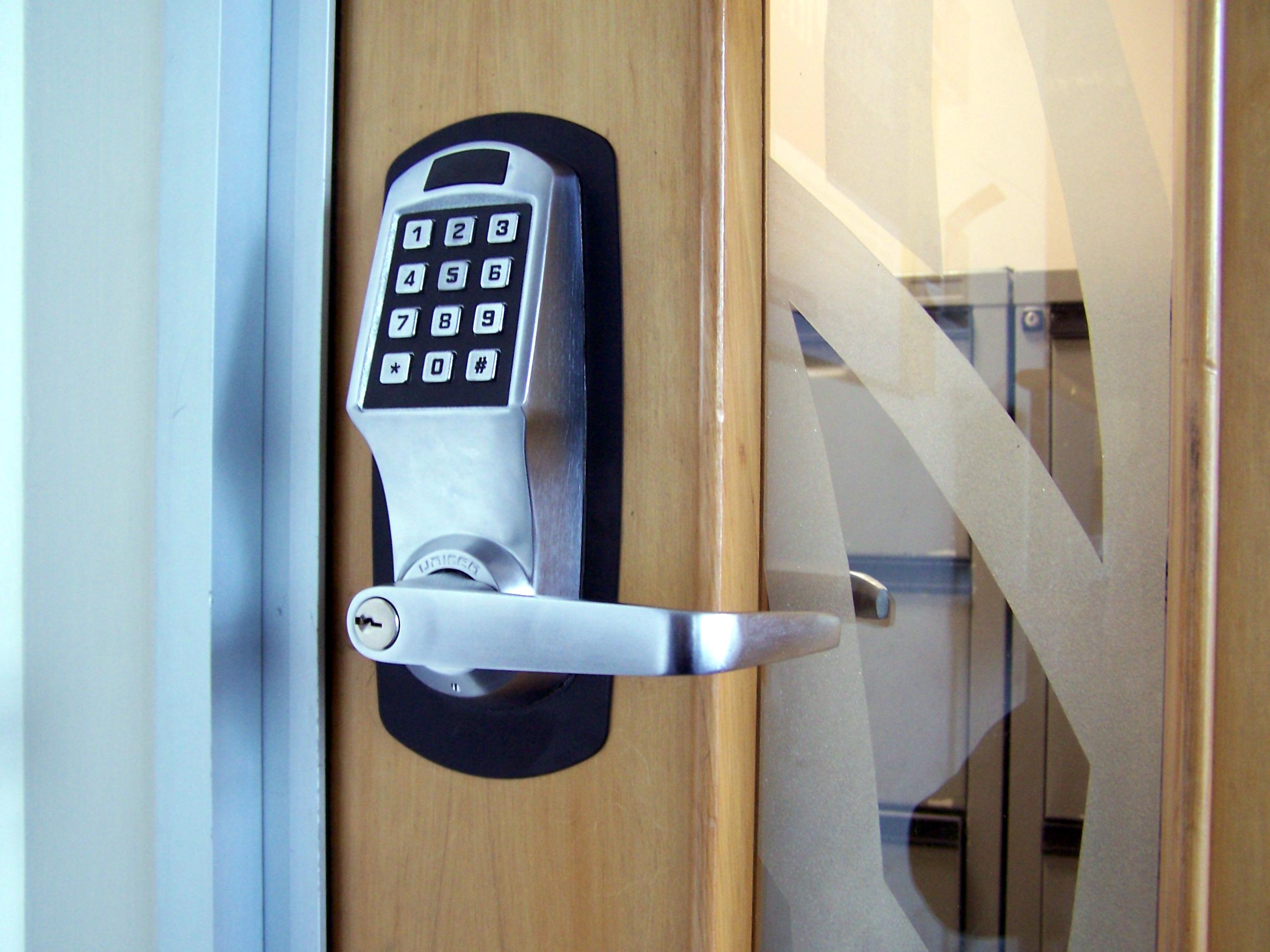 Digital door locks jekiprawoto for Best locks for home security